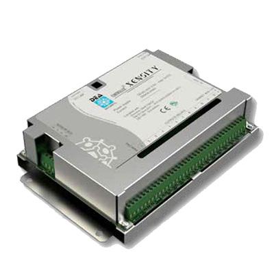 Scheda elettronica di controllo che gestisce fino a 32 sensori/periferiche </br>XENSITY.</br>Ha il compito di alimentare, verificare lo stato operativo e prelevare le </br>segnalazioni di ogni singolo sensore/periferica, archiviando queste ultime in </br>una memoria interna e rendendole disponibili tramite contatti a relè, rete </br>proprietaria DEA NET o rete IP.</br>Il software di service permette di configurare e monitorare, in locale o da </br>remoto, tutti i rivelatori e le eventuali schede di espansione a relè collegati </br>alla scheda di controllo.</br>